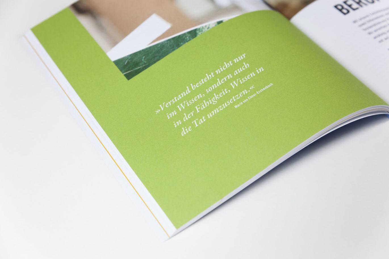 Innenseite Zitat | Kursbuch | Weiterbildungszentrum | typografische Paramenter | Publikation