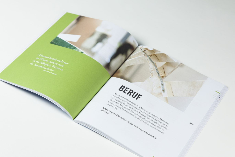 Doppelseite | Kursbuch | Weiterbildungszentrum | Editorial Design | Publikation